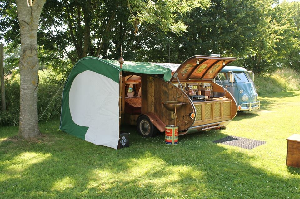 16-Dave-Moult-Tiny-Steampunk-Architecture-with-the-Teardrop-Trailer-www-designstack-co