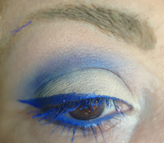 eye_makeup_look_neutral_electric_blue