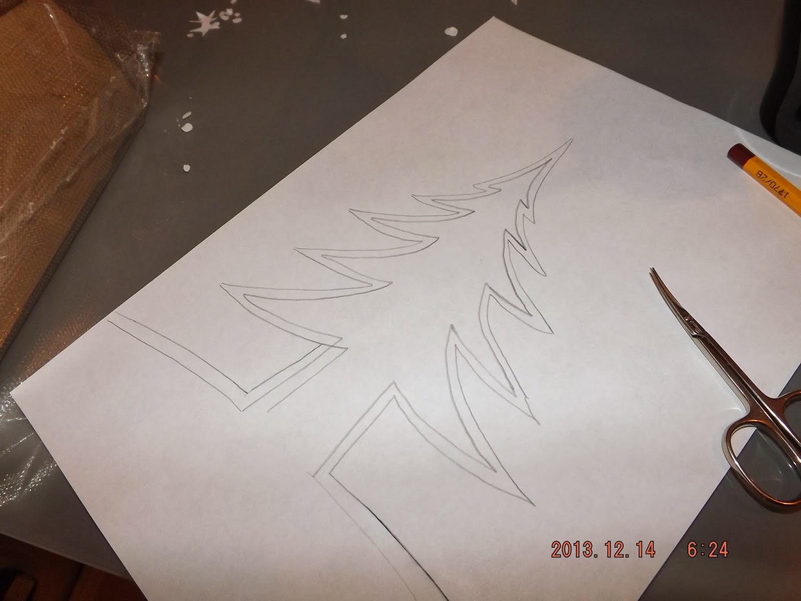 Ollóval kivágjuk a sablont papírból