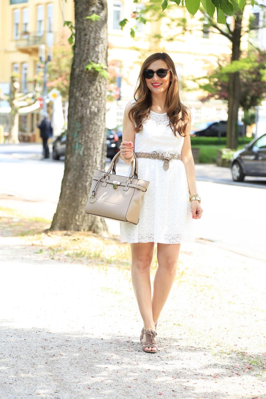 Fashionstylebyjohanna im Weißen Kleid - weiße Spitzenkleid Blogger - Looks der Blogger - Blogger aus deutschland -Deutsche fashionblogger