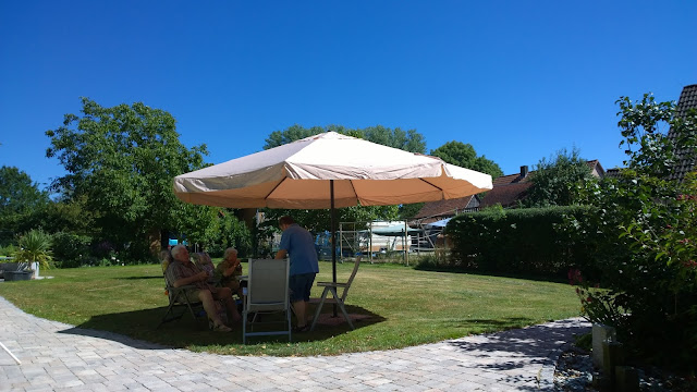 5m Sonnenschirm, einfach nur genial (c) by Joachim Wenk