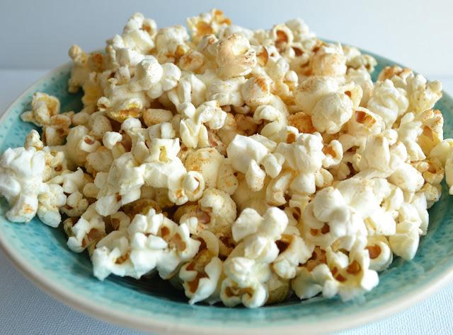 popcorn met gerookt paprikapoeder en selderijzout