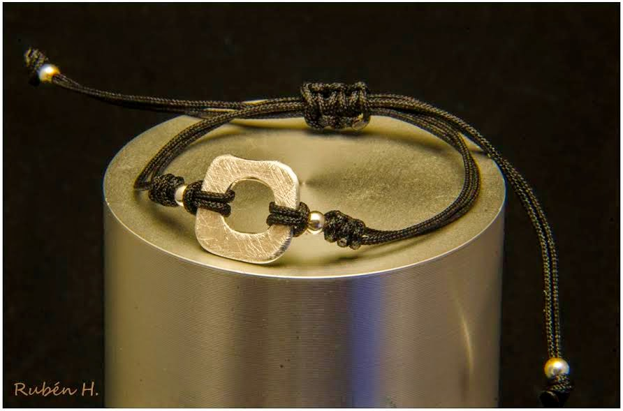 Pulsera aro de plata cuadrado, joyería artesanal personalizada