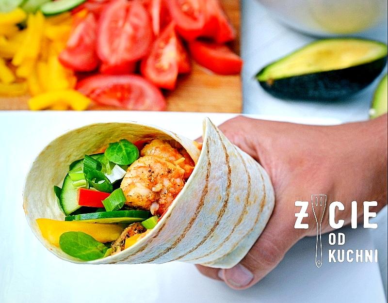wrap, tortilla, tortilla z kurczakiem, jak zwinac tortille, jak zwinac wrapa,  tortilla z krewetkami, tortilla z warzywami, zycie od kuchni