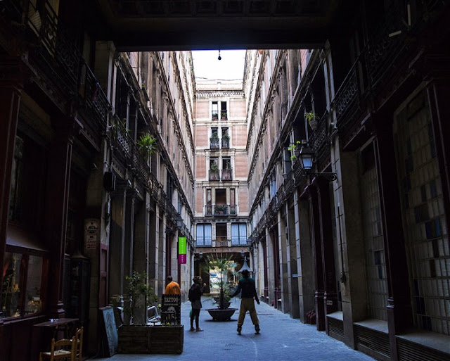 barcelona gothic quarter photography