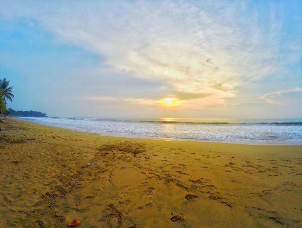 Pantai Sambolo Merak Banten