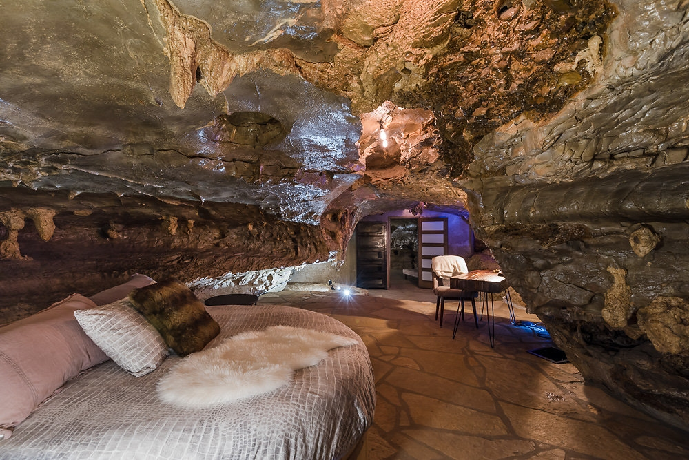 02-The-Beckham-Creek-Cave-Home-in-the-Ozark-Mountains-www-designstack-co
