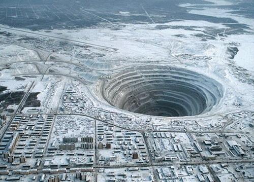 Mirna, a cidade russa vizinha a uma imensa cratera