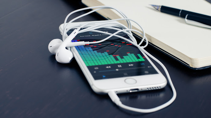 Wallpaper: Smartphone Headphones Music Technology