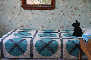 Wagon Wheel Quilt by Wooden Spoon Quilts