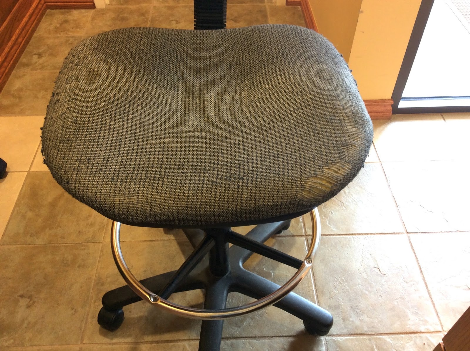 Reupholster Office Chair Ccoatsofmanycolours Reupholstering My Office Chair