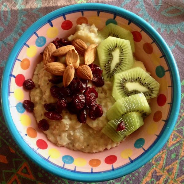 Wärmendes Winter-Porridge mit frischen Früchten