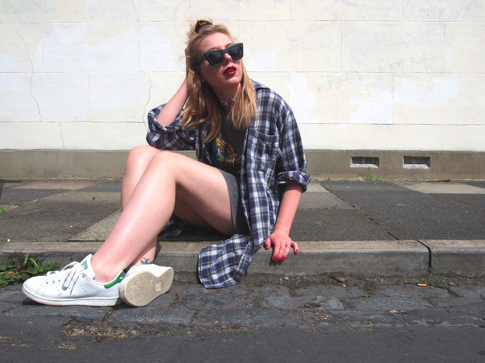 casual slouchy summer outfit ootd, grunge fashion style, 90's grunge outfit inspiration, o ring white choker, stan smiths, oversized vintage plaid flannel shirt, backless tshirt dress 14