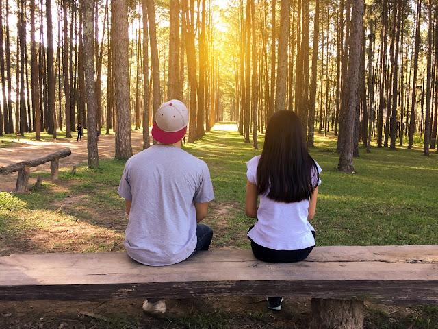 Si tu novia es amiga de su ex, tienes que hacerle estas preguntas