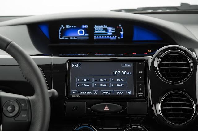 Toyota Etios Sedã 1.5 Automático 2017 - painel digital