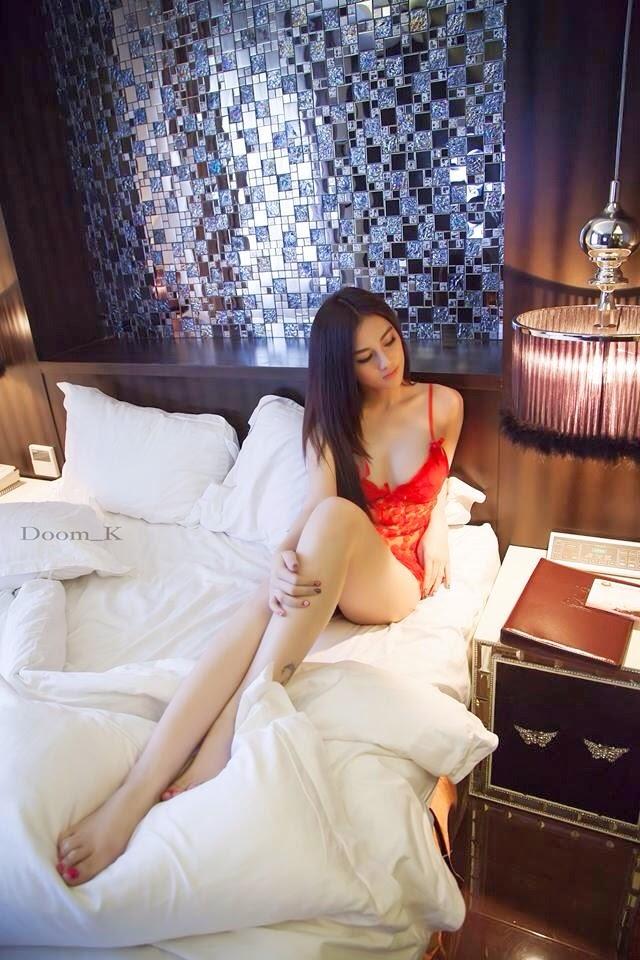 http://www.vnenews.com/2014/04/linh-na-na-hot-girl-xinh-ep-cua-cong.html