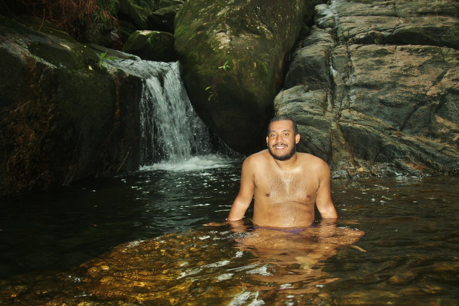 Pedra que engole, cachoeira de Trindade, em Paraty