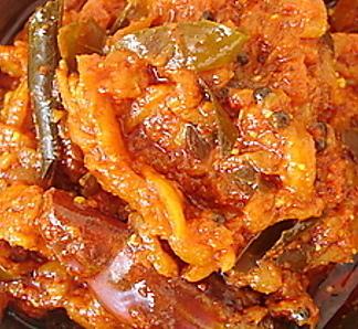 Surinaams eten surinaams eten gestoofde groene mango 39 s for Surinaamse keuken bara