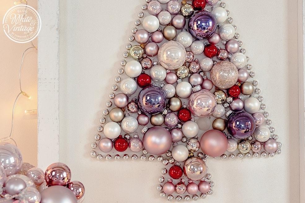 Christbaum aus Weihnachtskugeln selber machen