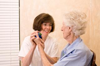 Cómo cuidar correctamente a ancianos y enfermos