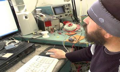 Μ. Καλογεράκης – Ο Έλληνας εφευρέτης που 20 χρονιά δεν πληρώνει ΔΕΗ & καύσιμα. Αξίζει να το δείτε! [Βίντεο]
