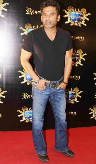 Sunil shetty movies,age,family,house,business,beard,songs,first movie,film,filmography,daughter,actor,hindi movie,father name,family background,sister,birthday,born,children,