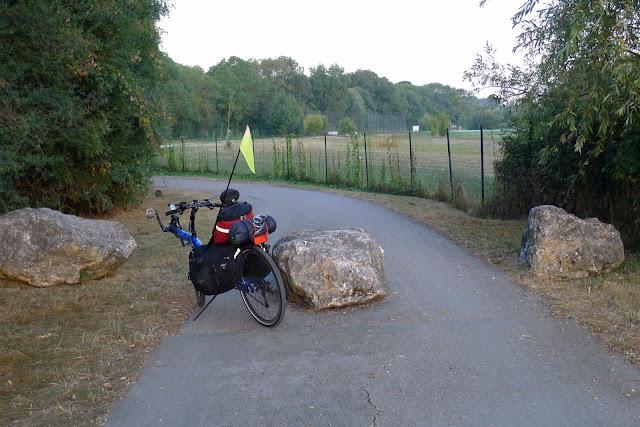 De Paris à la Rochelle en vélo couché, obstacle sur la piste
