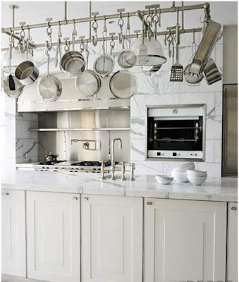 dapur unik dengan rak gantung
