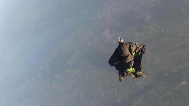 Gagal Terbang, Atlet Wingsuit Kanada Tewas di Dasar Jurang Gunung Tianmen