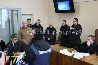 Суд пояснив, що не відсторонив Труханова, бо в нього вже є запобіжний захід