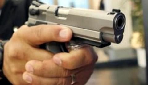 Blog Cariri : Em Alagoas, candidato a vereador pede voto apontando arma de  fogo para o eleitor