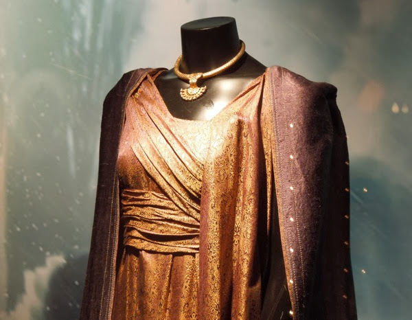 Jane Foster costume detail Thor Dark World