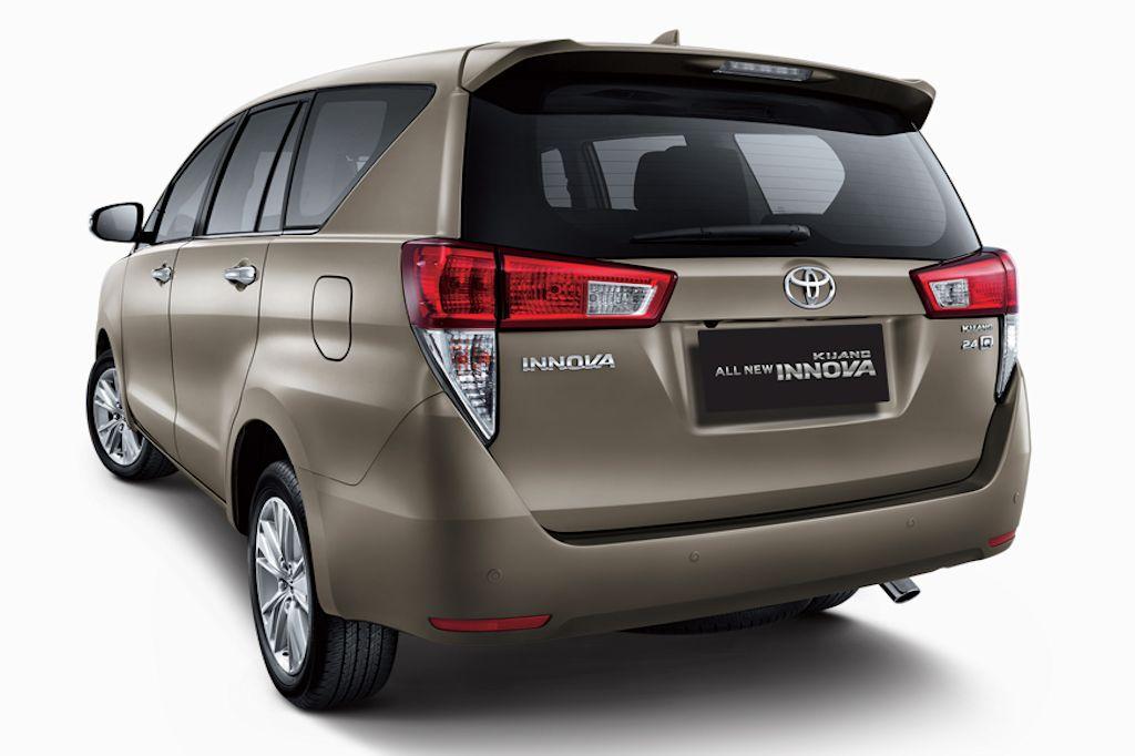 Toyota launches all new 2016 innova in indonesia w video for Innova interior 8 seater