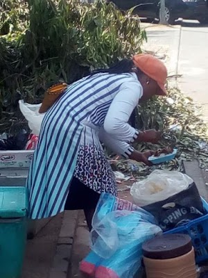 See Photos Of A Female Graduate Hawking Food In Abuja To Survive