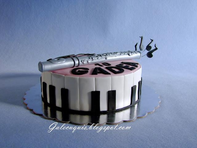 tarta piano y flauta de fondant