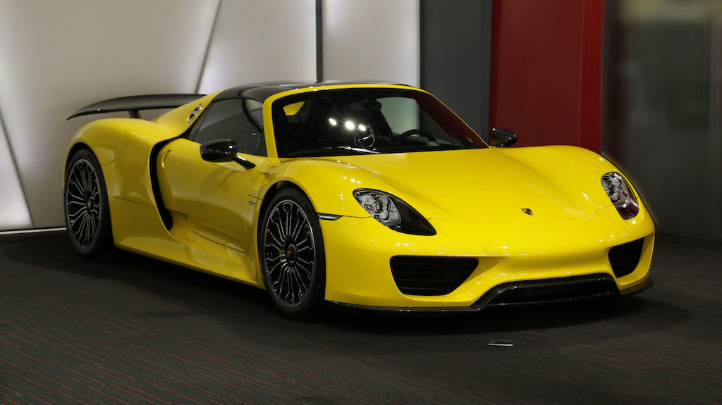 rare bright yellow porsche 918 spyder could make you wince. Black Bedroom Furniture Sets. Home Design Ideas