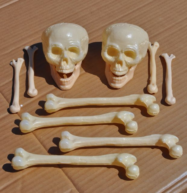 Diy pewter halloween skull and bones decorations make for How to prepare metal for painting