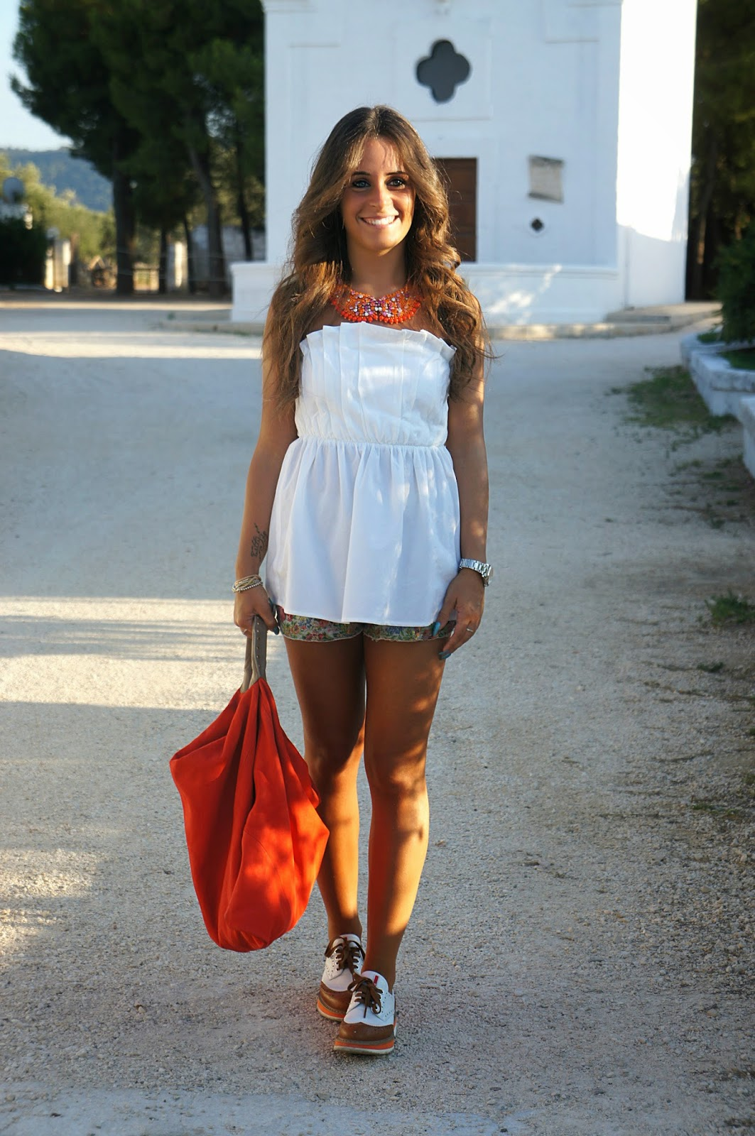 Orange color: Salar bag, Radà necklace & Prada shoes Inside Me