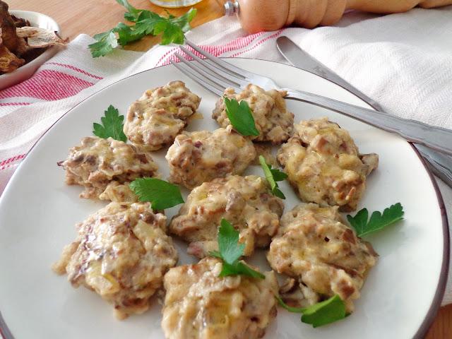 Kładzione kluseczki z suszonymi grzybami do wigilijnego barszczu (Gnocchi di funghi secchi)