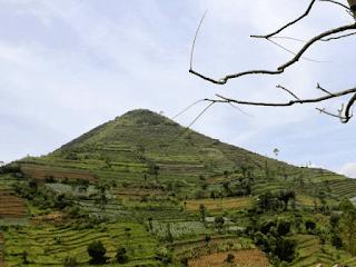 Misteri Gunung Padang, Gunung Berbentuk Piramida di Indonesia