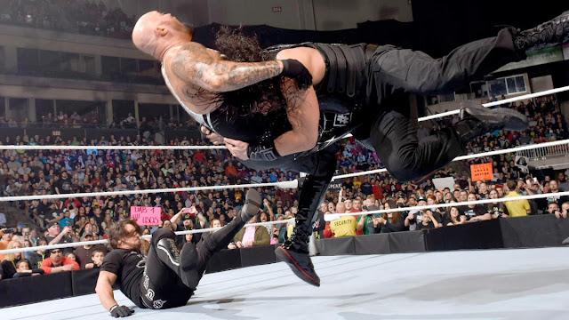 Roman Reigns doit trouver une façon d'écarter Luke Gallows & Karl Anderson