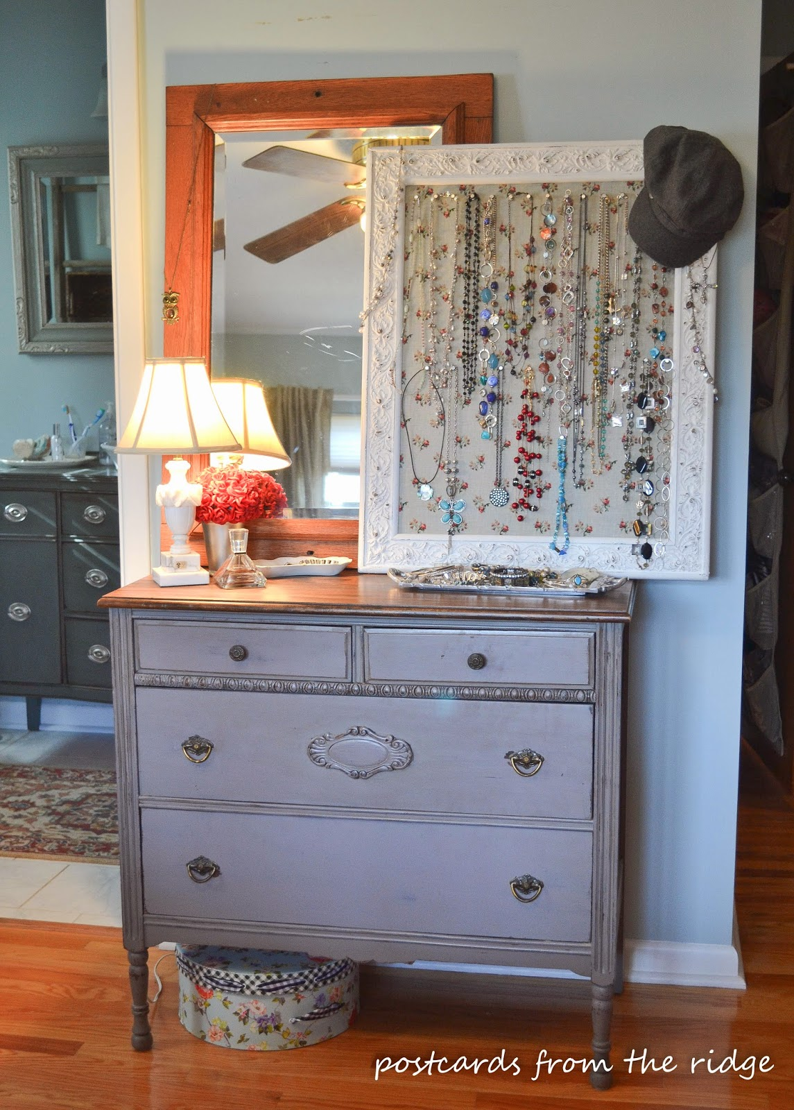 An old beat up frame turned into a jewelry board, plus other great ideas for jewelry organization. Love the dresser too!