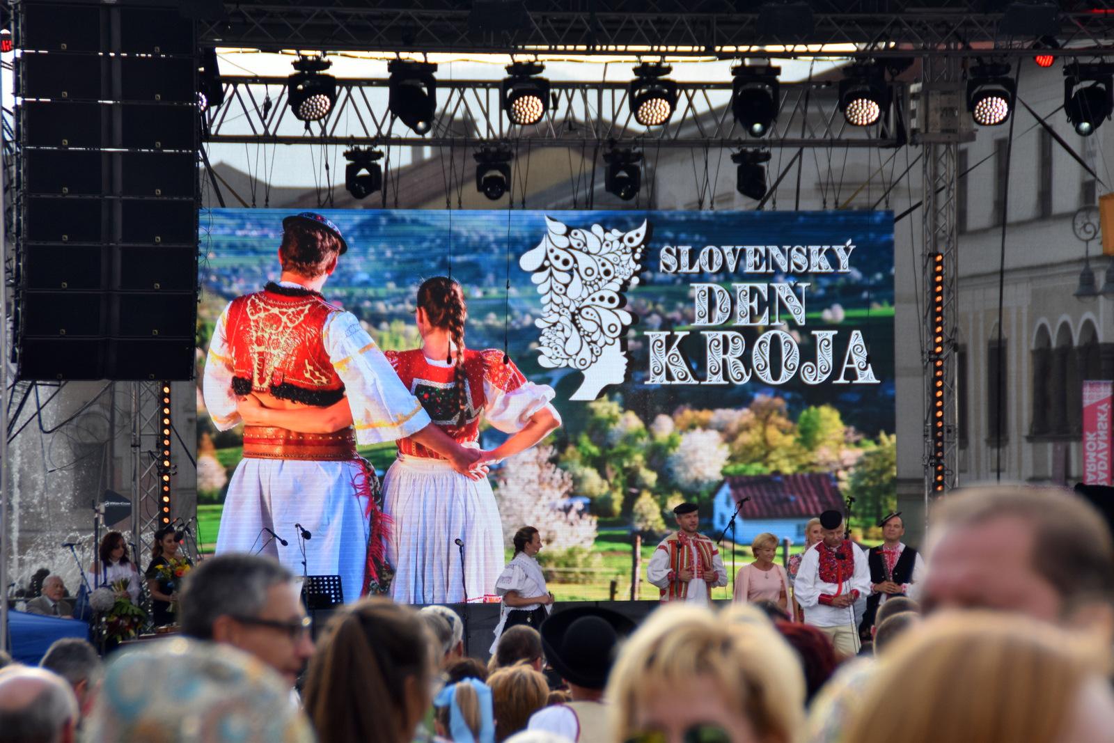 Slovenský deň kroja, zápis do slovenských rekordov // Radvanský jarmok, Banská Bystrica