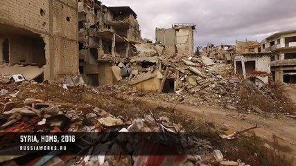 Un drone survole la ville syrienne de Homs dévastée par la guerre