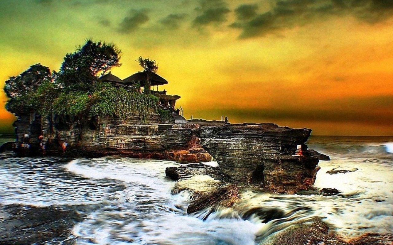 Objek Wisata Tanah Lot Bali Keindahan Pura Di Atas Batu