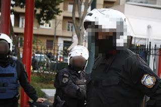 Ένστολοι πιάστηκαν στα χέρια σε κεντρικό δρόμο των Χανίων - Άφωνοι παρακολουθούσαν οι περαστικοί