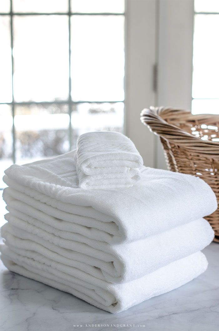 This post will teach you exactly how to fold bath towels, hand towels, and washcloths for an organized linen closet.  #organize #linencloset #homekeeping #andersonandgrant