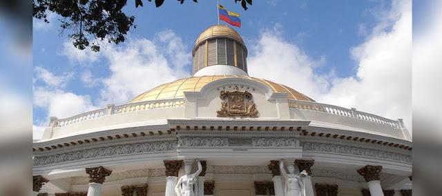 Economía venezolana se contrajo 50 % desde 2013 según AN