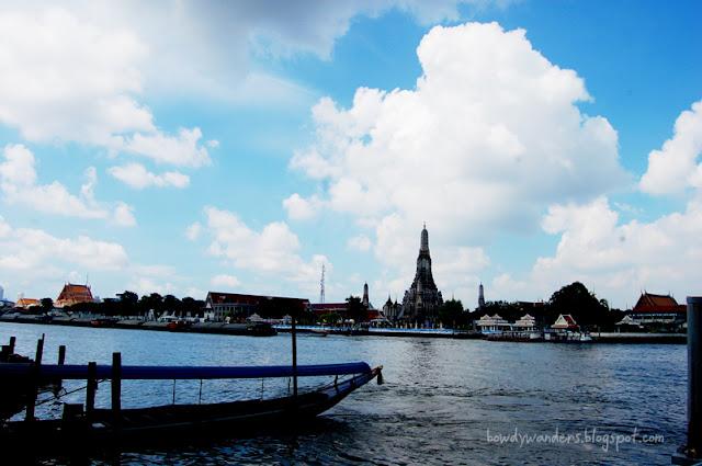 bowdywanders.com Singapore Travel Blog Philippines Photo :: Thailand :: Wat Arun Temple in Bangkok, The Temple of Dawn