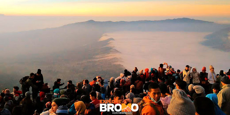 golden sunrise gunung bromo